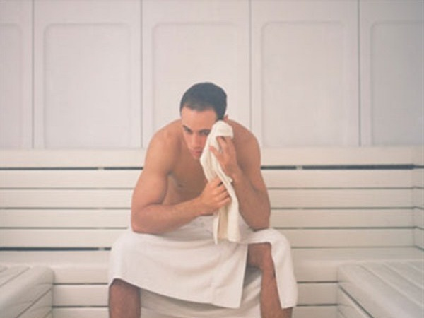 Sau khi xông hơi xong chỉ sử dụng khăn lông để lau mồ hôi